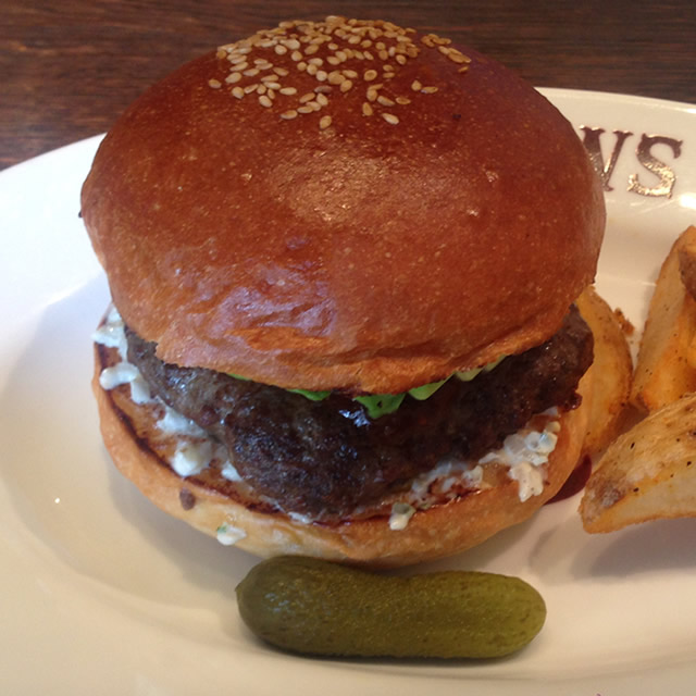 肉汁プシャー!本物のハンバーガーが食べられる「BLACOWS」に行ってきた。
