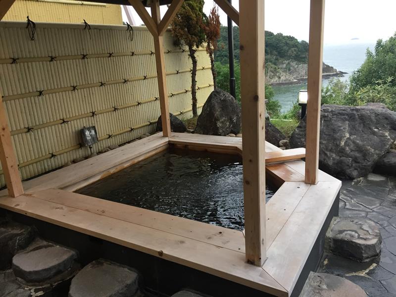 露天風呂の檜の湯