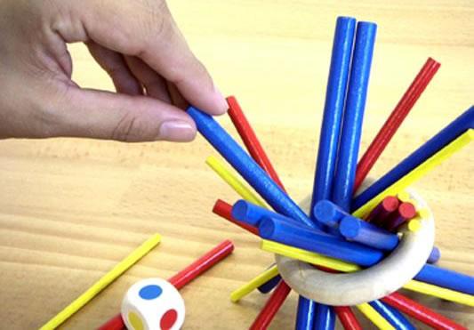 宅飲みで盛り上がるゲーム、子供も遊べるスティッキーが単純で奥深い!