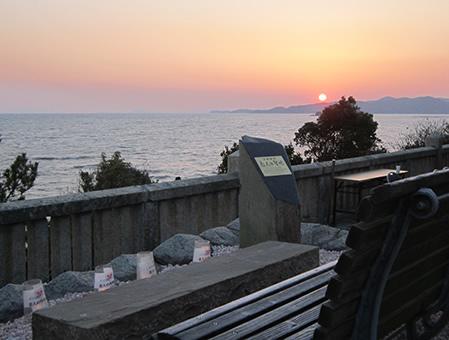 恋人の聖地、一望の席から見える本来の夕日
